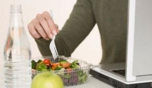 Kako ishranom pospešiti produktivnost na poslu?